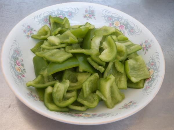 五花肉炒土豆辣椒的简单做法
