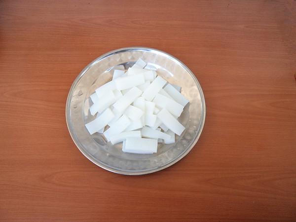芹菜炒焖子的家常做法