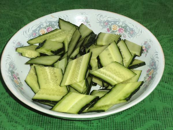 腐竹香菇炒黄瓜的简单做法