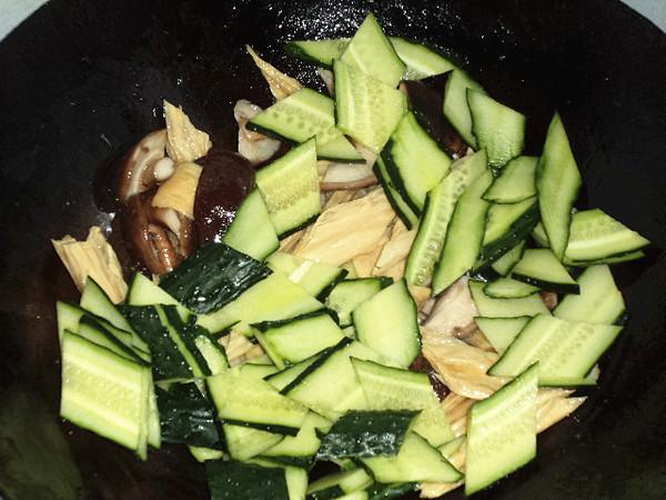 腐竹香菇炒黄瓜怎么炒