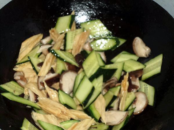 腐竹香菇炒黄瓜怎么煮