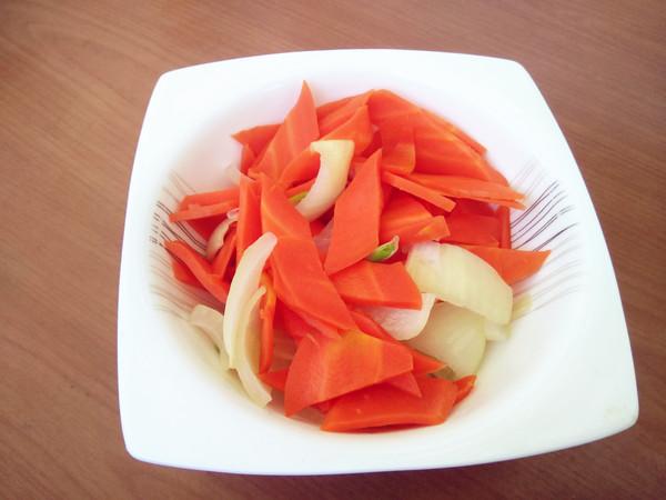 海蜇头拌胡萝卜的步骤