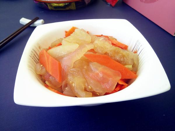 海蜇头拌胡萝卜成品图