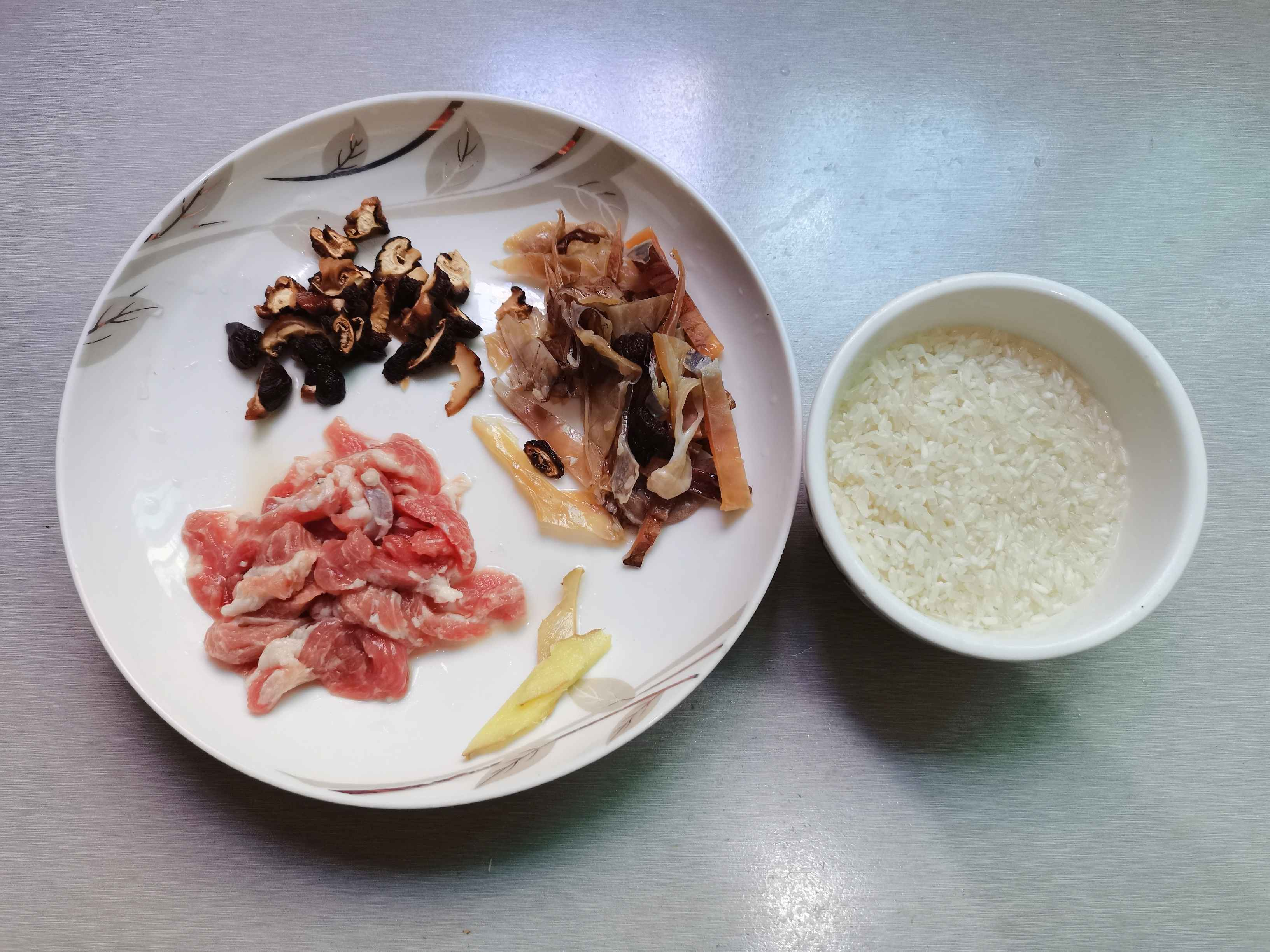 墨鱼干肉片粥的做法图解