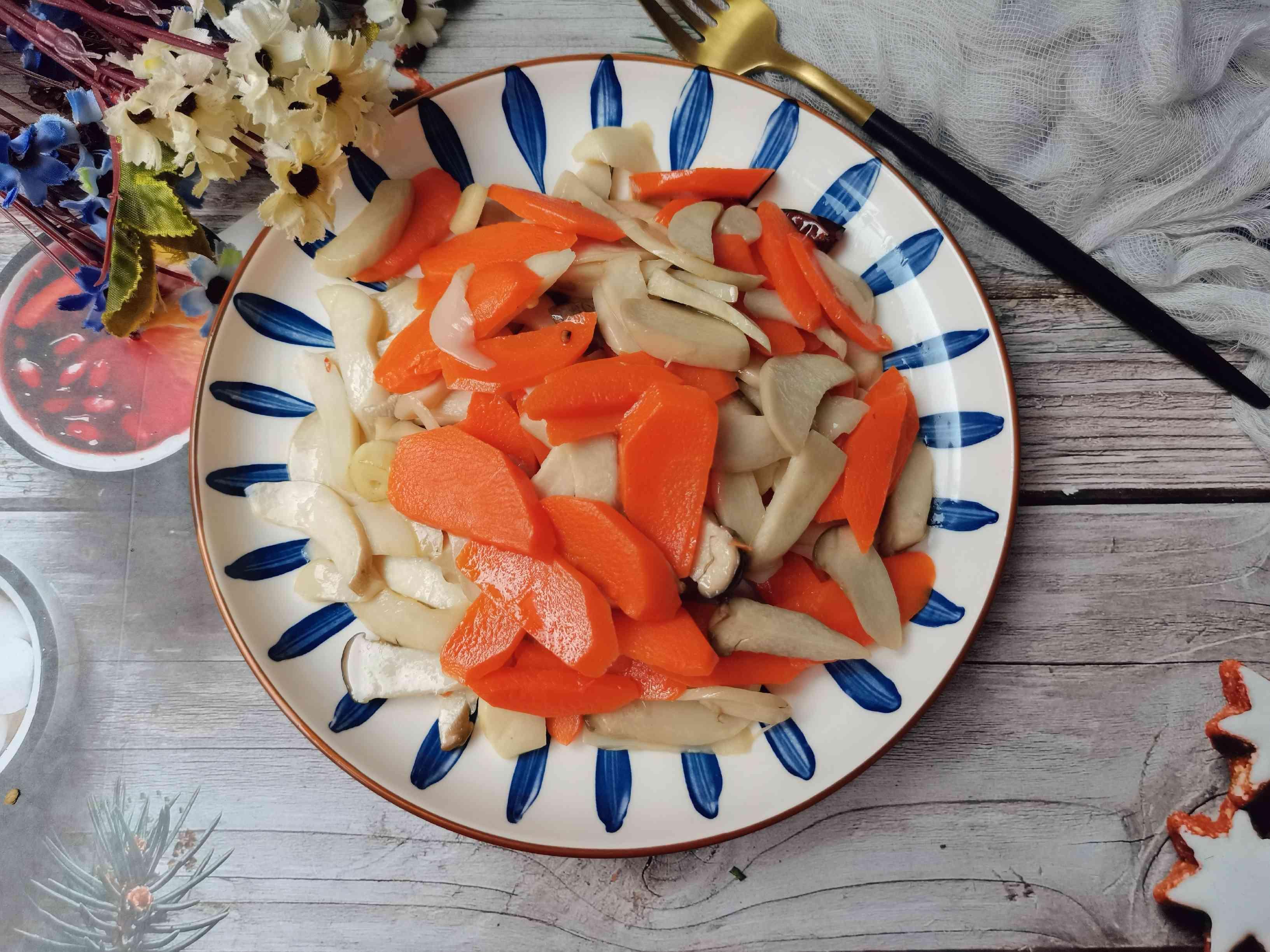 胡萝卜炒杏鲍菇成品图