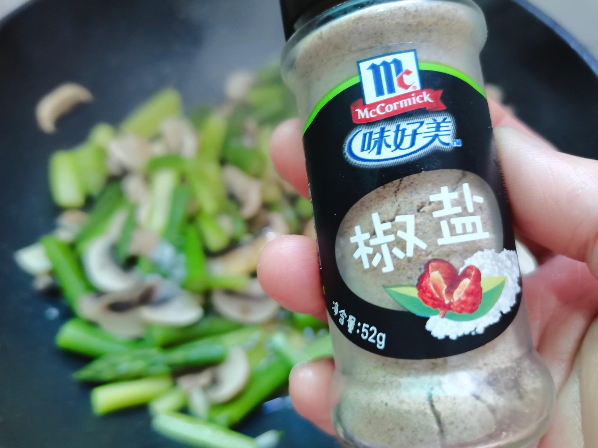 绿芦笋炒口蘑的制作