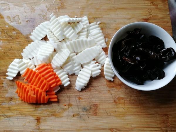 胡萝卜木耳炒山药的家常做法