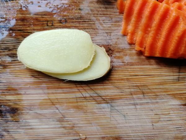 胡萝卜木耳炒山药的简单做法