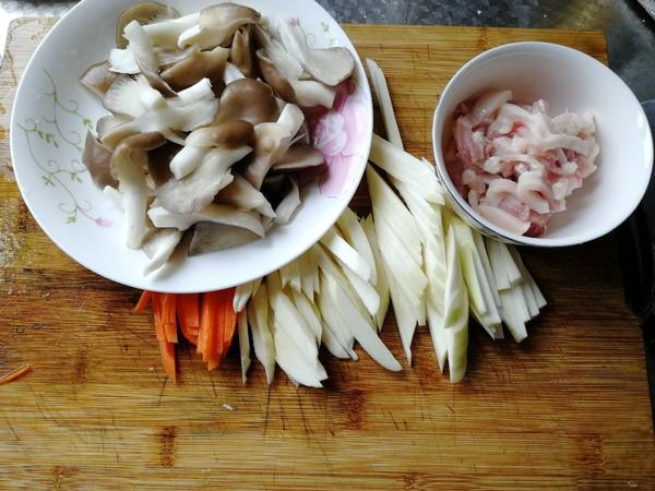 茭白蘑菇炒肉丝的做法图解