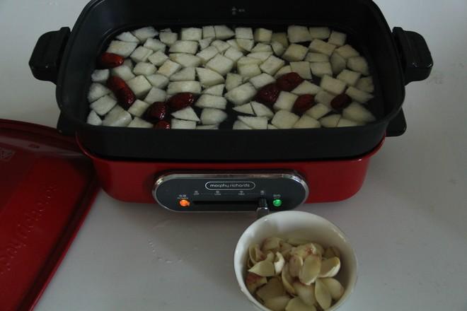 秋日暖汤,百合雪梨汤的家常做法