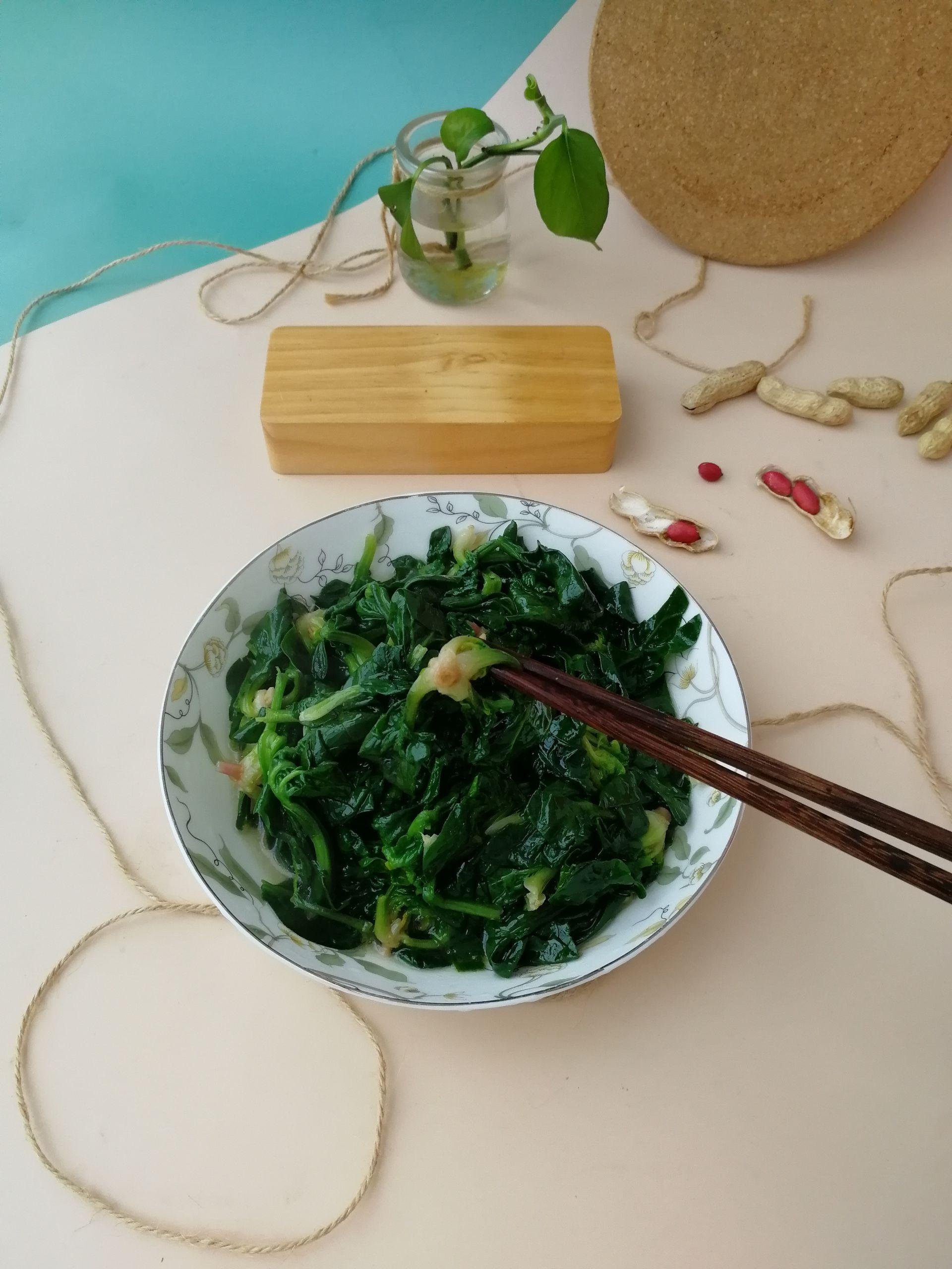 清炒菠菜成品图