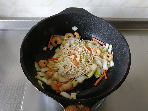 蔬菜虾仁炒面怎么做