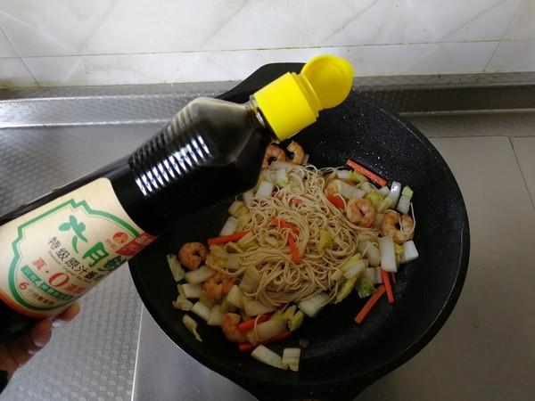 蔬菜虾仁炒面怎么炒