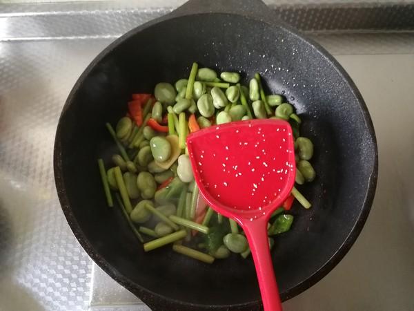 青红椒蒜苗炒蚕豆怎么炒