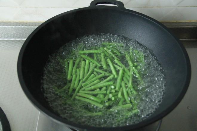 不一样的家常菜,花生酱蘸汁豆角的做法图解