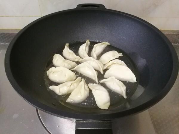 葱花煎饺,外焦里嫩,一口鲜香怎样炒