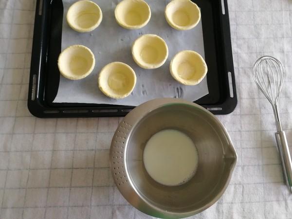 香浓丝滑淡奶油版原味蛋挞,一口咬下,挞芯软嫩,挞皮掉渣!的做法大全
