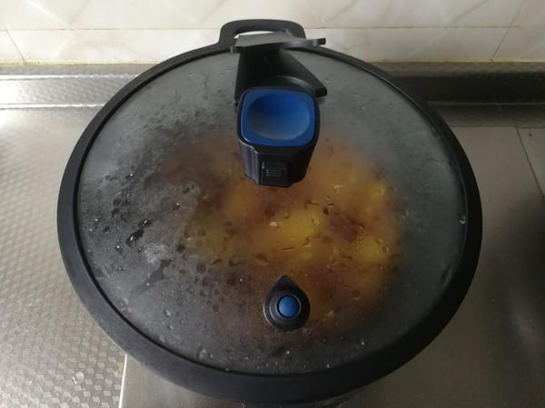 快手小炒,酱香青椒土豆片炒五花怎么做