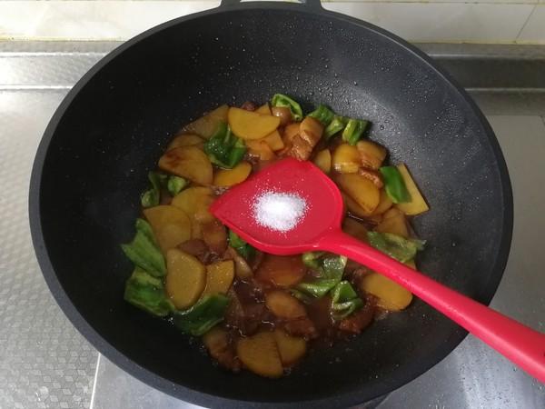 快手小炒,酱香青椒土豆片炒五花怎么炖