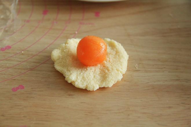 长得像蛋黄酥的椰蓉奶酥咸蛋黄面包怎样炒