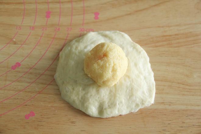 长得像蛋黄酥的椰蓉奶酥咸蛋黄面包怎样煮