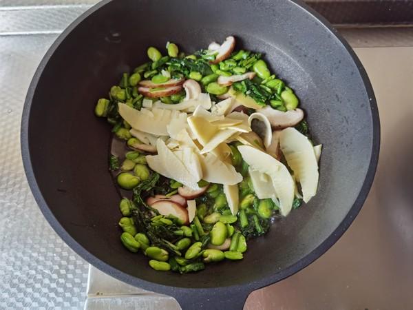 好吃下饭小菜,雪里蕻笋片香菇炒豆瓣怎么吃