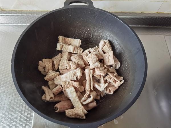 青红椒炒大肠的家常做法