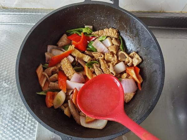 青红椒炒大肠怎么做