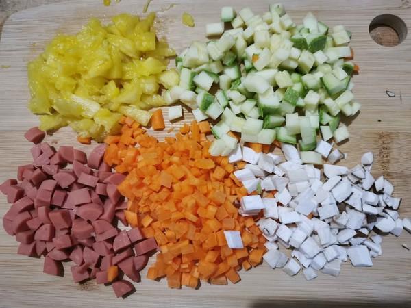 伏天开胃——菠萝五彩炒饭的家常做法