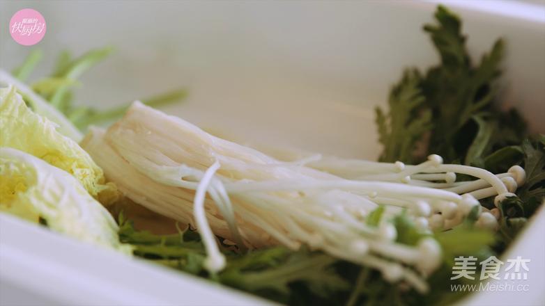 鲜的吞掉舌头的大满足海鲜锅的家常做法