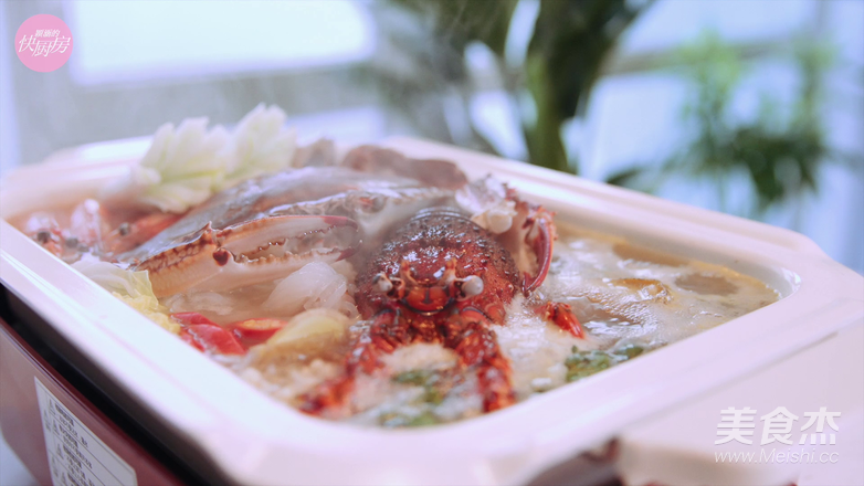 鲜的吞掉舌头的大满足海鲜锅的制作