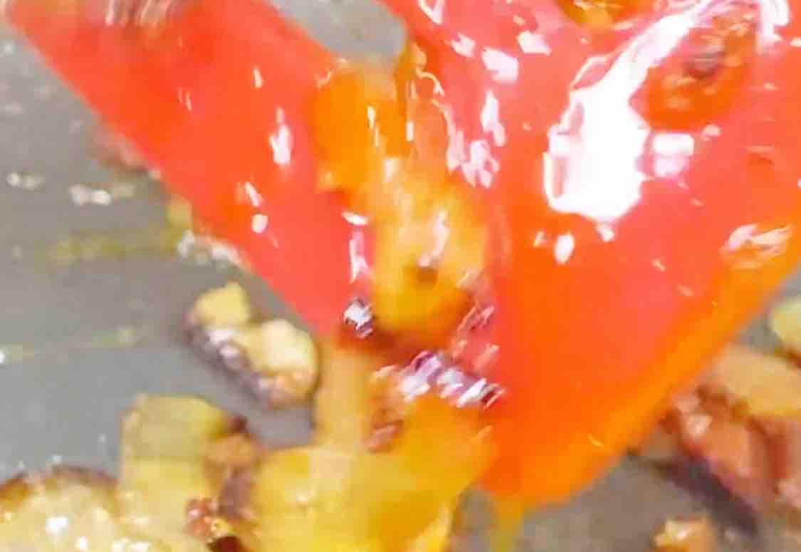 剩下的腊肉香肠,做成腊肉炒饭,简直太香了的家常做法