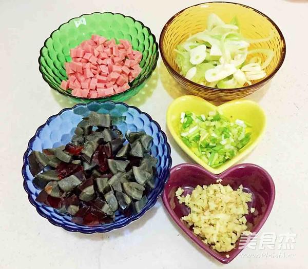 砂锅皮蛋瘦肉粥的家常做法