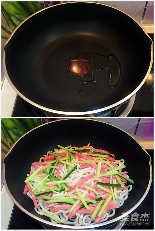 培根鸡蛋煎面的简单做法