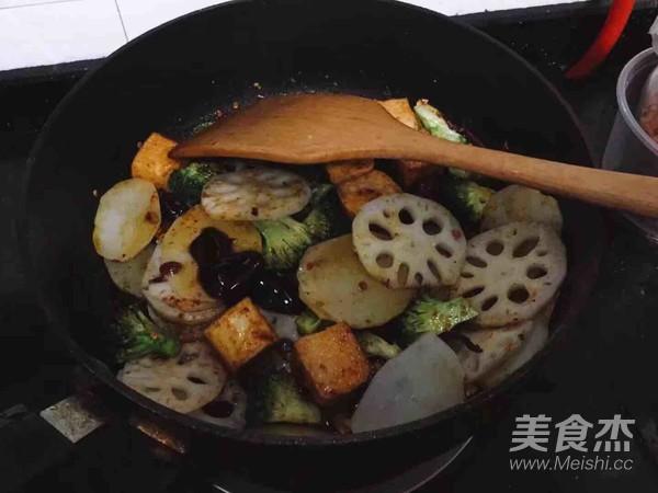 海鲜麻辣香锅怎么煸