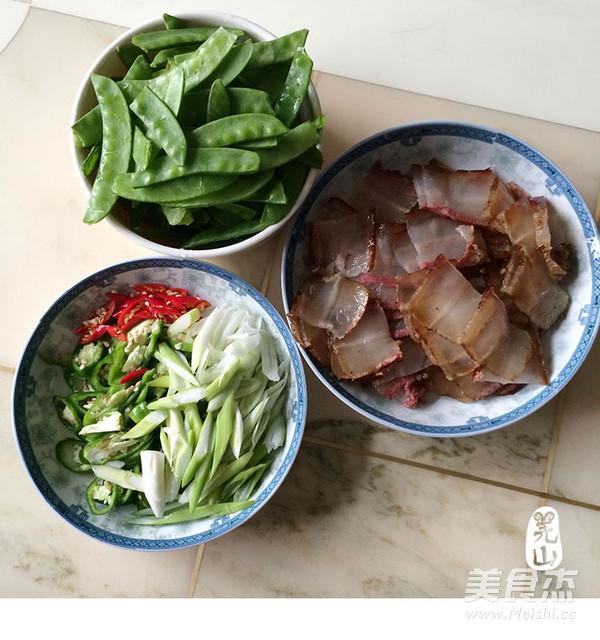 羌山老腊肉炒豌豆片的简单做法