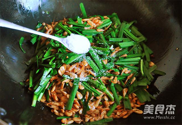 韭菜炒河虾怎么做
