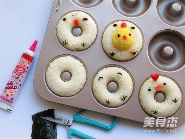 甜甜圈巧做小鸡米饭团怎么吃
