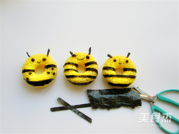 小蜜蜂甜甜圈饭团怎么吃