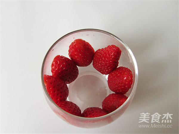 草莓酸奶饮的步骤