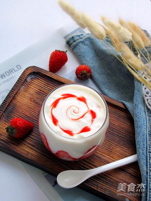 草莓酸奶饮成品图