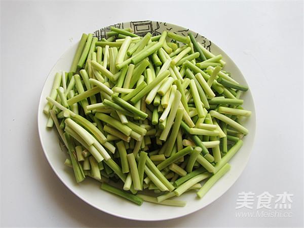 五花肉炒蒜苔的做法图解