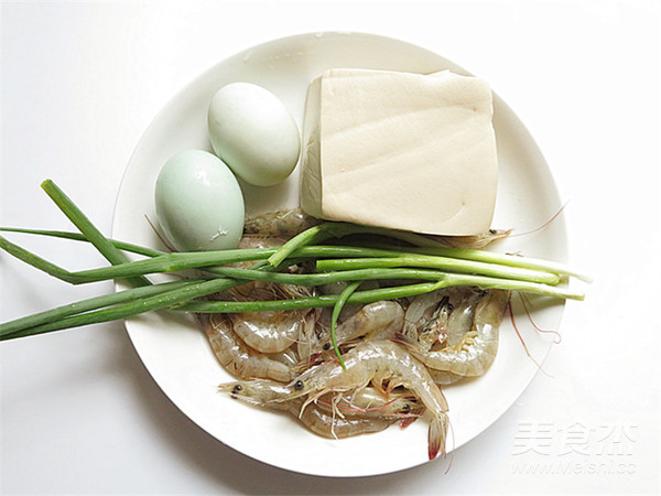 咸蛋黄虾仁豆腐的步骤