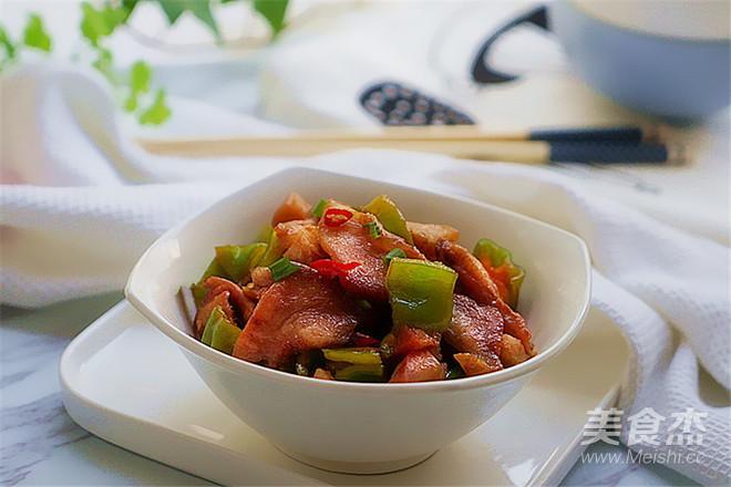 青椒炒回锅猪鼻肉成品图