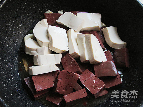 猪血炖豆腐怎么做