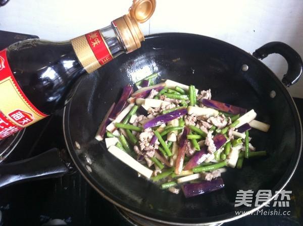 茄子豇豆炒肉怎么炒