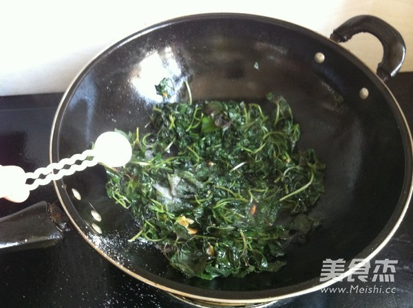 紫苏炒鸡蛋的简单做法