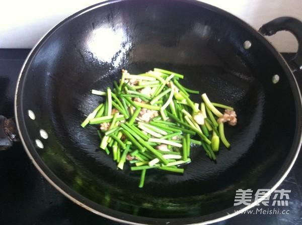 杏鲍菇炒蒜苔的家常做法