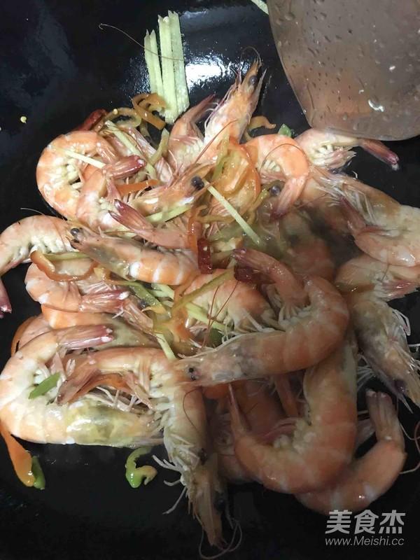 爆炒香辣鲜活基围虾的简单做法