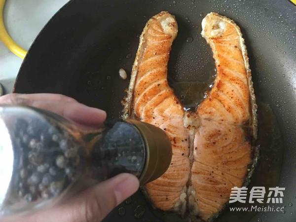 香煎三文鱼排怎么吃